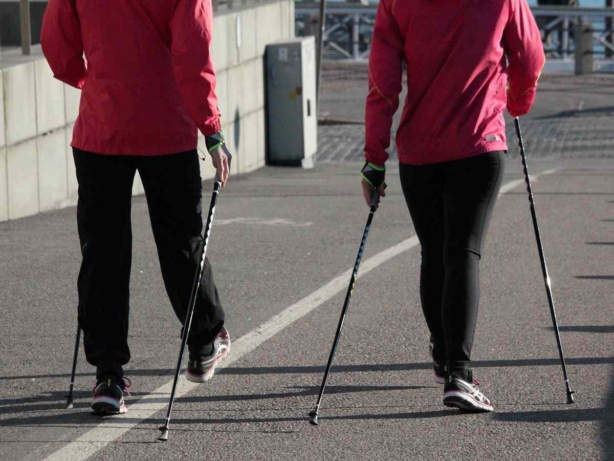Nordic-Walking, Bewegung, Sportart mit N, N, Gehen, Sport mit G am Ende, Sport